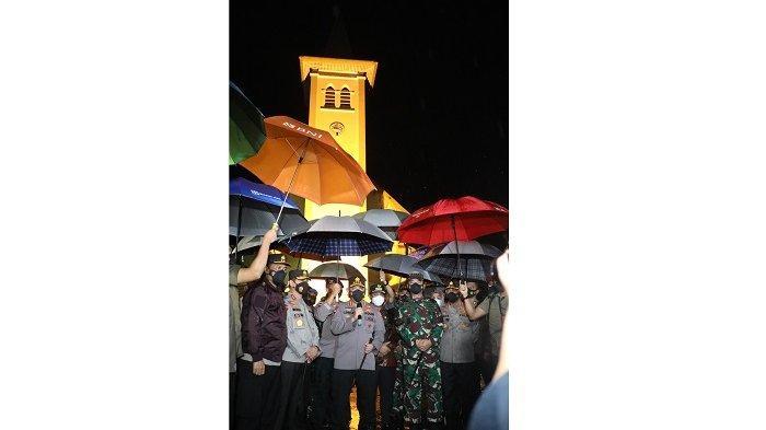 FOTO: Panglima TNI dan Kapolri Tinjau Lokasi Ledakan Bom Bunuh Diri di Makassar - kapolri-jenderal-polisi-listyo-sigit-prabowo-dan-panglima-tni-marsekal-tni-hadi-tjahjanto-1.jpg