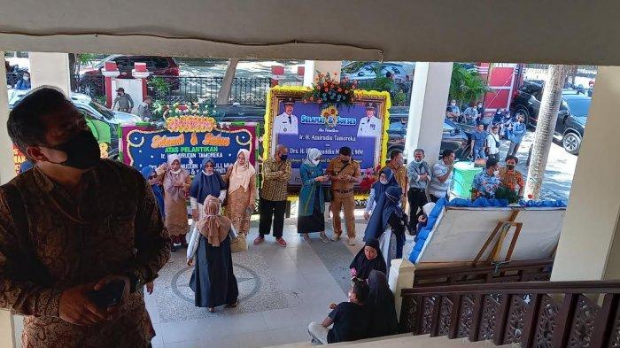 Amirudin-Furqan Dilantik, 15 Karangan Bunga Hiasi Kantor Gubernur Sulteng