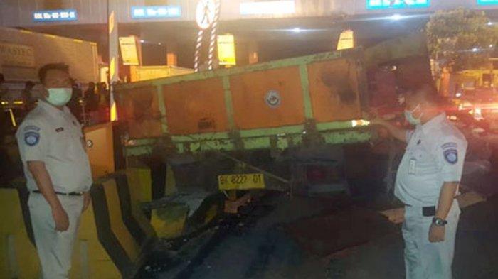 Kecelakaan di Tollgate Pelabuhan Bakauheni, Truk Tripleks Tabrak Truk Logistik, Tiga Orang Tewas