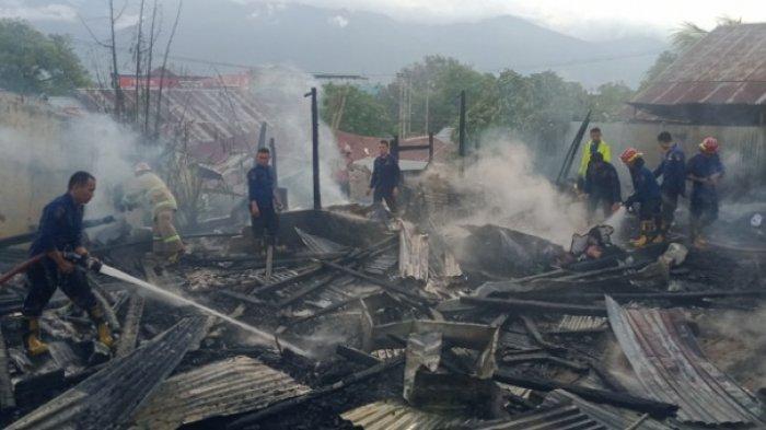5 Petak Kos Rata Dilalap Si Jago Merah di Jl Dayodara Kota Palu, 1 Motor Ikut Terbakar - kebakaran-di-dayodara-1.jpg