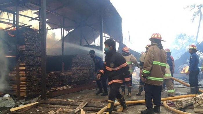 Sedikitnya 11 rumah ludes terbakar di Jl Kelor, Kelurahan Balaroa, Kecamatan Palu Barat, Kota Palu, Sulawesi Tengah, Rabu (3/3/2021), pukul 16.30 Wita,