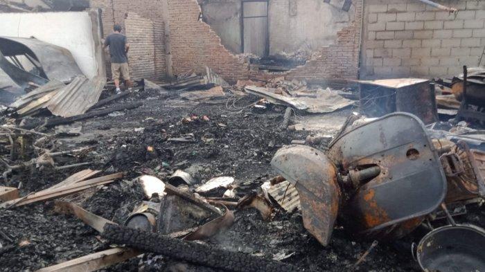 KEBAKARAN di JUANDA - Api melalap dua rumah di Jl Juanda, Kelurahan Besusu Timur, Kecamatan Palu Timur, Kota Palu, Sulawesi Tengah, padam, Senin (1/2/2021)