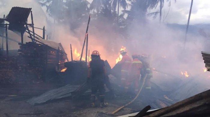 11 Rumah Ludes Dilalap Api di Jl Kelor Palu Barat