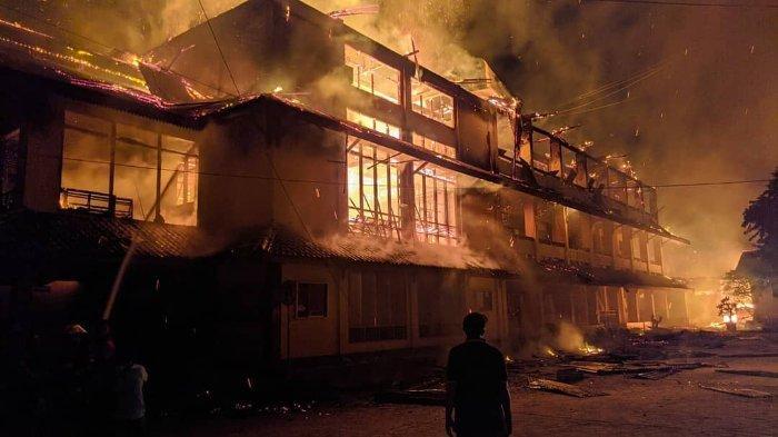 Kebakaran Hebat Terjadi di Palu Timur, 4 Rumah dan Gedung Kampus STISIP Panca Bhakti Ludes Terbakar