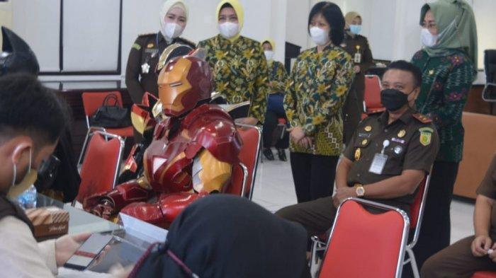 Kejati Sulteng Gelar Vaksinasi Covid-19 Gratis, Ada Cosplay Ironman dan Batman
