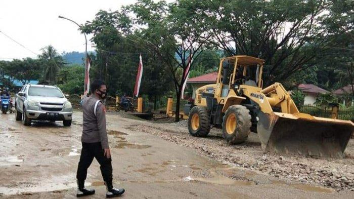Viral Aksi Warga di Klonedale Morut Tanam Pohon di Jalan Berlubang, Polsek Petasia Bertindak