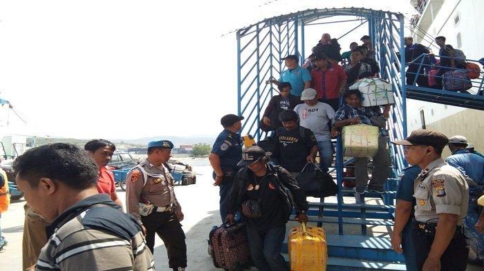 Ciptakan Kamtibnas, Polisi Gelar Razia Penumpang Kapal di Pelabuhan Pantoloan