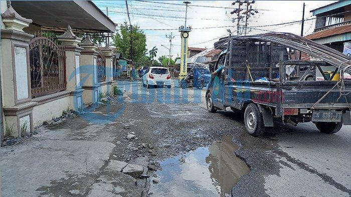Jalan Rusak di Sekitar Tugu Nunu Kota Palu, Warga Minta Segera Diaspal