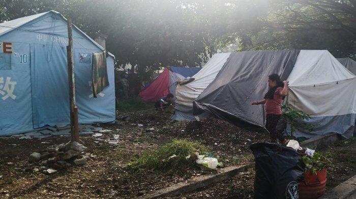 Pengungsi Bantah Tudingan Camat Palu Barat soal Tenda Kosong di Masjid Agung untuk Mabuk & Selingkuh