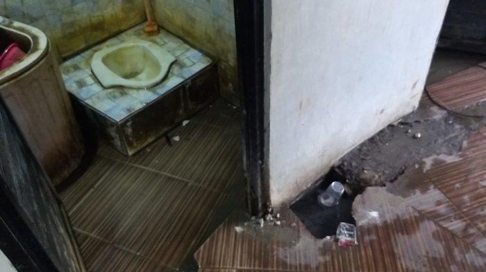 Kondisi toilet di Taman GOR Palu, Kamis (4/3/2021)