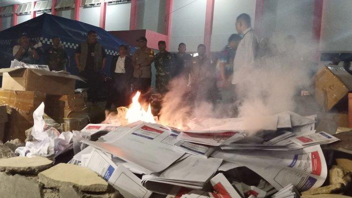 KPU Kota Palu Musnahkan Ribuan Surat Suara Rusak di Malam H-1 Pemilu 2019