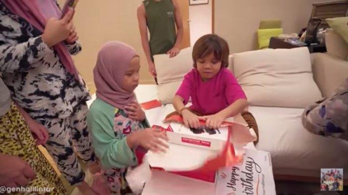 Krisdayanti Kirim Kado untuk Qahtan yang Ulang Tahun, Adik Bungsu Atta Terkejut saat Tahu Isinya