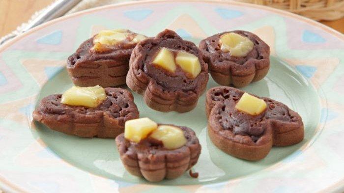 Resep membuat kue cubit cokelat keju.