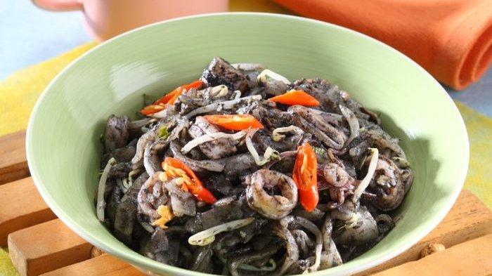 Aneka Resep Lauk Cocok untuk Makan Malam, Kwetiau Teriyaki Sosis dan Kwetiau Goreng Hitam Cumi