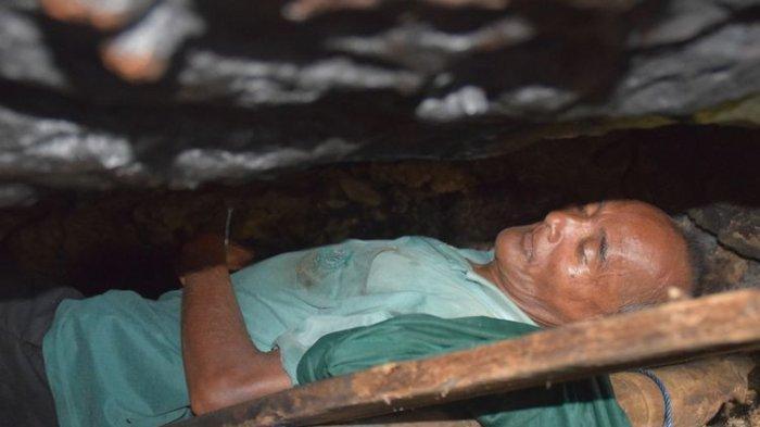 Tak Punya Rumah, Kakek di Baubau Ini Tinggal 10 Tahun Dalam Goa di Tepi Pantai