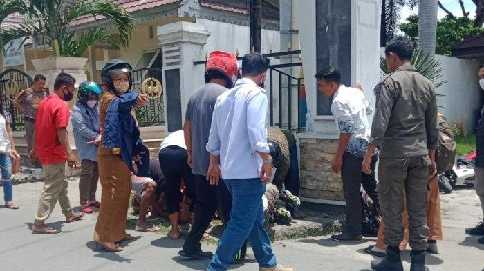 Kecelakaan Lalulintas (Lakalantas) terjadi di depan Kantor DPRD Kota Palu, Jl Moh Hatta, Kelurahan Lolu Utara, Kecamatan Palu Selatan, Sulawesi Tengah, Senin (1/2/2021).