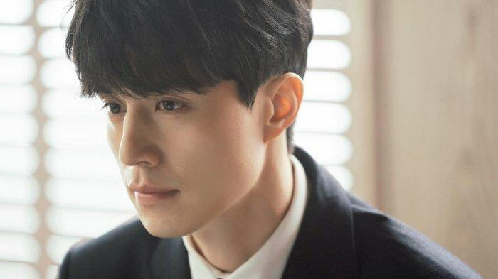 Lee Dong Wook Akui Ubah Warna Rambut hingga Latihan Fisik Demi Drama 'Tale of the Nine Tailed'