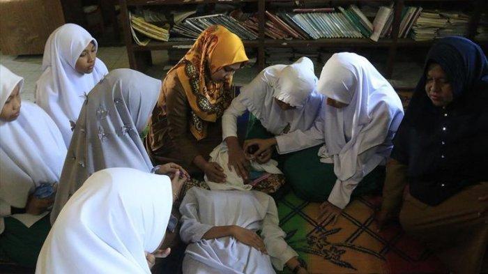 Hirup Kabut Asap Kebakaran Hutan dan Lahan Gambut, 5 Siswa di Aceh Barat Pingsan dan Sesak Napas