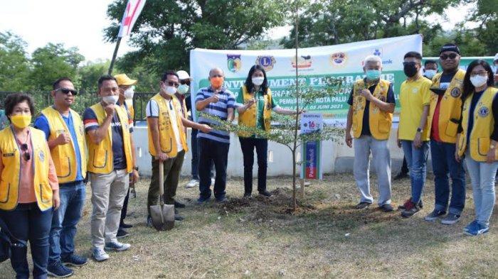Sambut Hari Lingkungan Hidup, Lions Club Maleo Tanam Pohon Trembesi di Palu