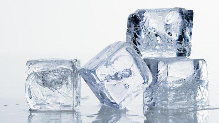 Cara Cek Kesehatan: Benarkah Es Batu Bisa Mengecilkan Pori-Pori Kulit Wajah?