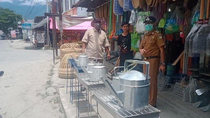 Satgas K5 Lolu Selatan Tegur Pedagang yang Berjualan di Atas Drainase Jl Tanjung Satu