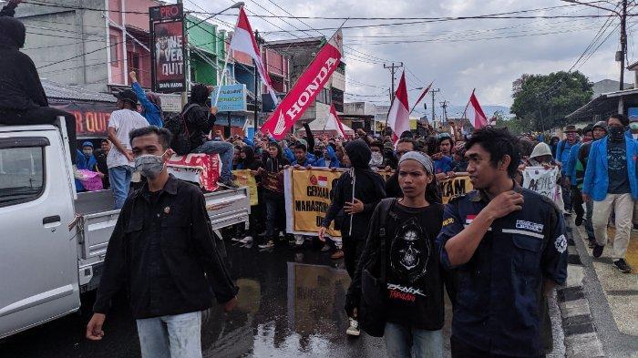Ratusan Mahasiswa di Palu Kembali Unjuk Rasa di DPRD Sulteng