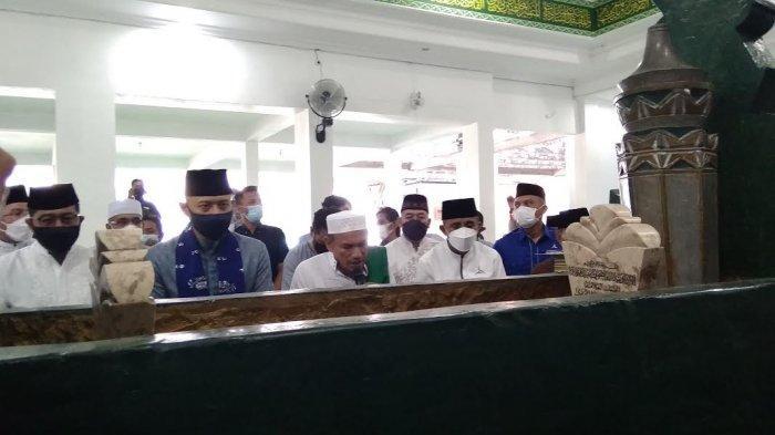 AHY Ziarah Makam Guru Tua di Palu, Habib Hasan Doakan AHY Jadi Presiden