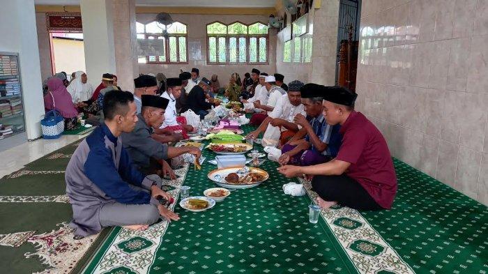 Tradisi Warga Tondo Palu, Jamaah Makan Bersama Usai Salat Id