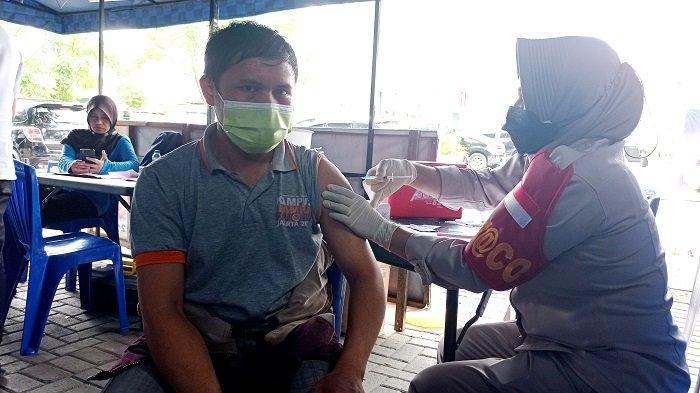 Masyarakat Antusias Ikuti Vaksinasi Covid-19 Gratis Hari Keempat di Taman GOR Kota Palu