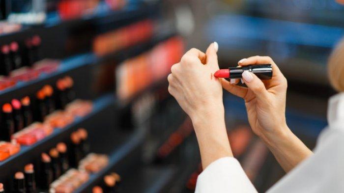 Tips dan Trik Memilih Warna Lipstick yang Sesuai dengan Warna Kulit: Cool Sampai Dark Undertone
