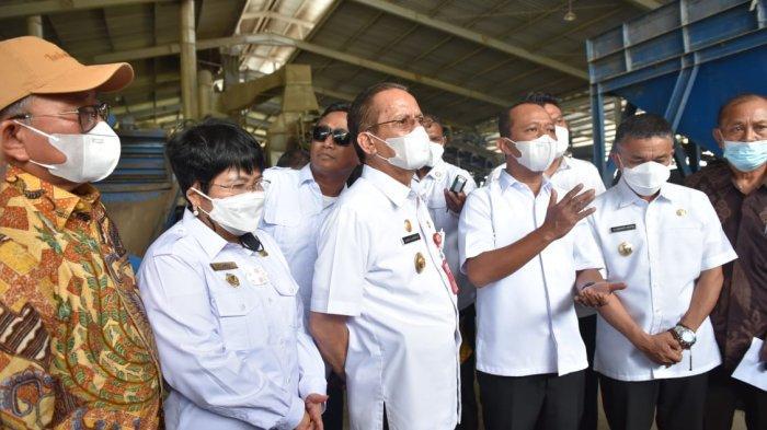 Menteri Investasi Bahlil Lahadalia didampingi Gubernur Sulteng Longki Djanggola dan Wali Kota Palu Hadianto Rasyid mengunjungi Kawasan Ekonomi Khusus di Kecamatan Tawaei, Kota Palu, Sulawesi Tengah, Rabu (19/5/2021).