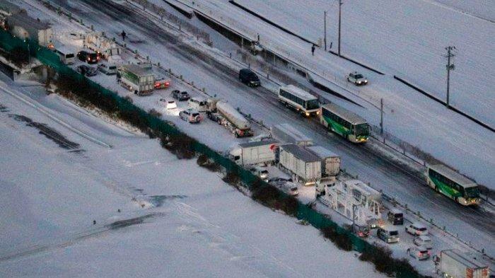Video Kecelakaan Tragis di Jepang, 134 Kendaraan Bertabrakan, 200 Orang Terjebak Badai Salju