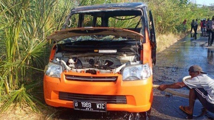 Mobil Milik PT Pos Terbakar, Bawa Uang Bansos Rp 840 Juta