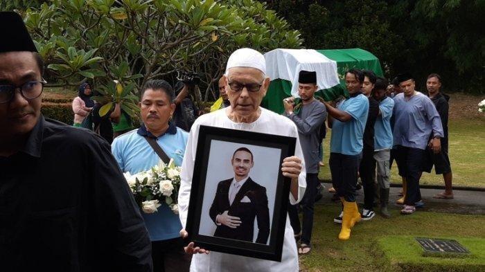 Di Pemakaman Ayahanda Ashraf Sinclair Ucapkan Terima Kasih untuk BCL: Makasih Sudah Mencintainya