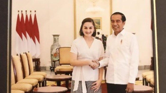 Unggah Foto Bersalaman dengan Presiden Jokowi, Mona Ratuliu: Baru Kali Ini Ngobrol Jarak Dekat