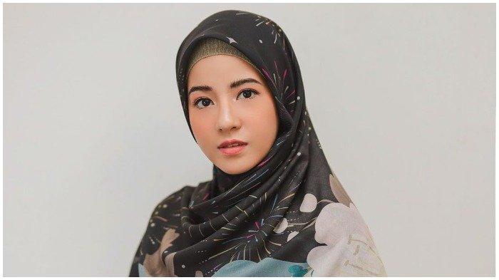 Umrah Tanpa Desta, Natasha Rizky Bersyukur Sampai di Madinnah Pasca-Kebijakan Baru Arab Saudi