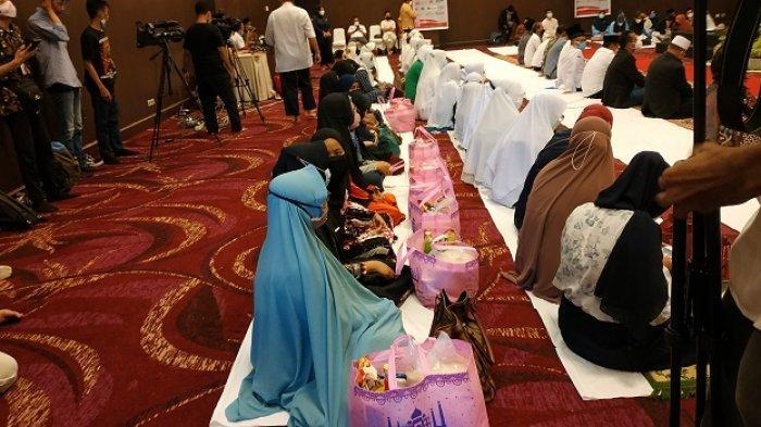 Gebyar Safari Ramadhan, OJK Sulteng Bagikan Paket Sembako Seberat 8 Kg