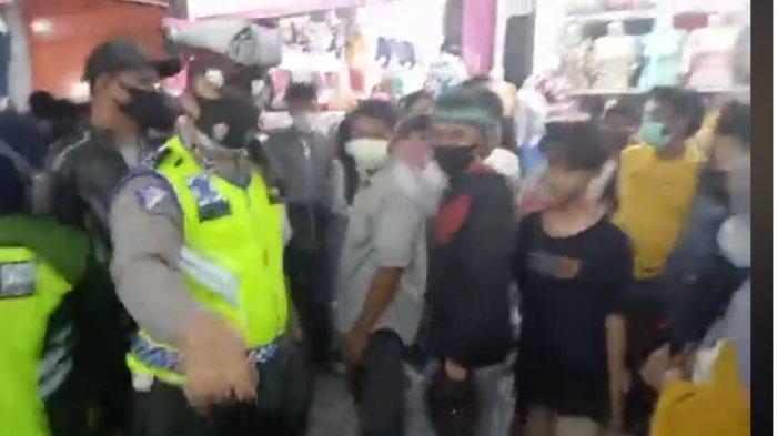 Tak Patut Dicontoh, Begini Gaya Oknum Polisi Halangi Jurnalis Liputan di Palu