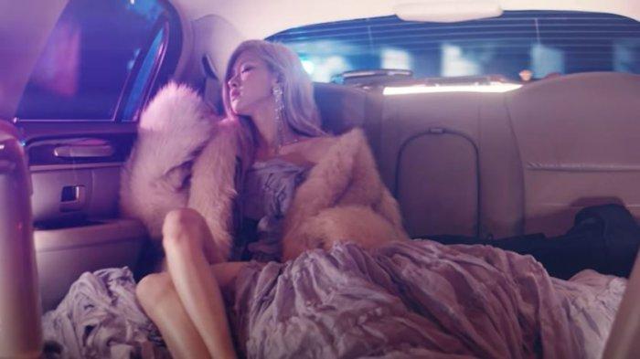 Rose BLACKPINK Tampil Memukau di Musik Video Single 'On The Ground'