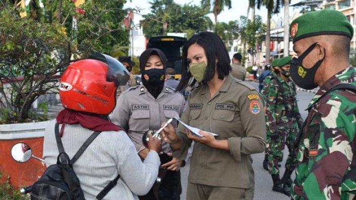 Langgar Prokes, Puluhan Warga di Luwuk Disanksi Menghafal Pancasila hingga Bersihkan Sampah