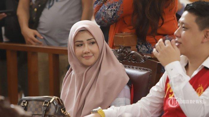 Rey Utami Menangis Minta Belas Kasihan pada Fairuz A Rafiq: Sesama Wanita Kan Ga Ada Perbedaan