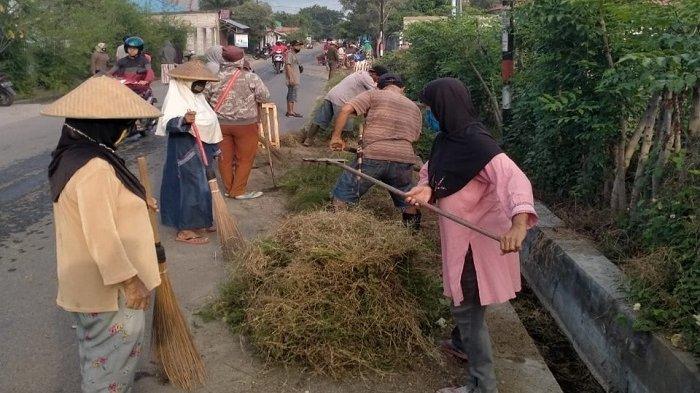 Dukung Program Palu Menangkan Piala Adipura 2023, Warga Birobuli Selatan Bersih-bersih Lingkungan
