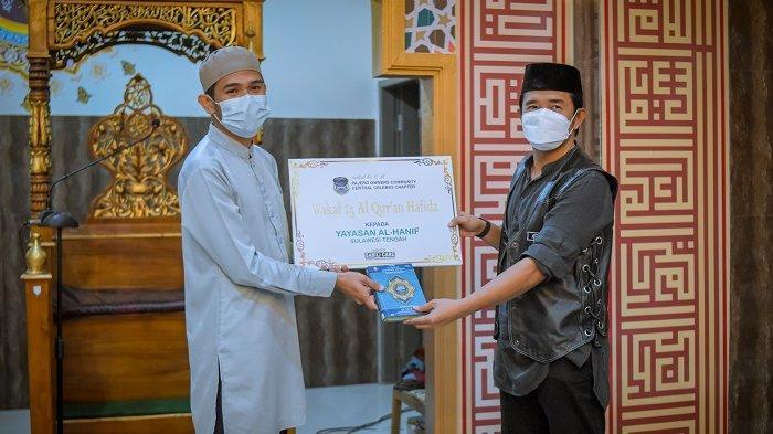 Pajero Owner Community Central Celebes merayakan ulang tahun ke-6 dengan berbuka puasa dan mewakafkan Alquran di Pondok Pesantren Anwarul Quran, Jl Tanderente, Kecamatan Palu Barat, Kota Palu, Sulawesi Tengah.