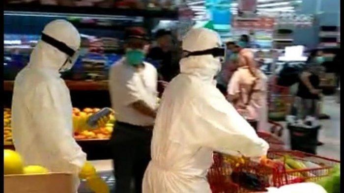 Viral 2 Orang Kenakan Hazmat saat Belanja di Supermarket, Sebut Hak Pribadi saat Ditegur Satpam