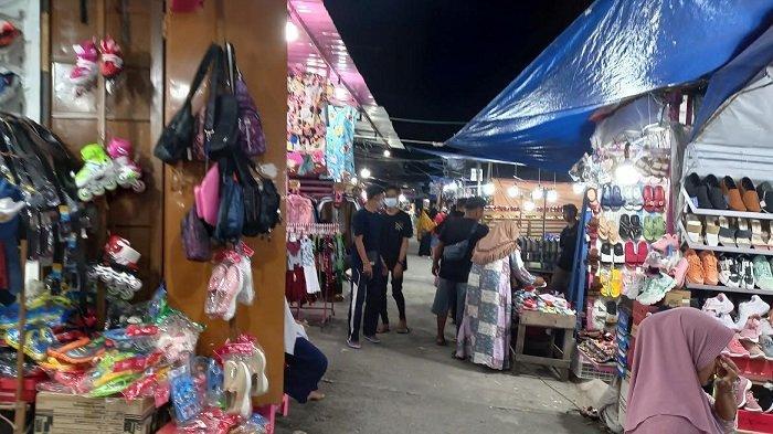 Pusat pembelanjaan Palu Plaza mulai ramai dikunjungi di hari ke-16 Ramadan. Palu Plaza berlokasi di Jl Danau Lindu, Kelurahan Siranindi, Kecamatan Palu Barat, Kota Palu, Sulawesi Tengah.