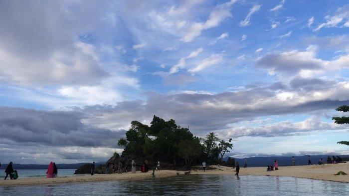 Libur Lebaran, Wisata Pantai Bambahano Donggala Dipadati Pengunjung - pantai-bambahano-sulteng.jpg