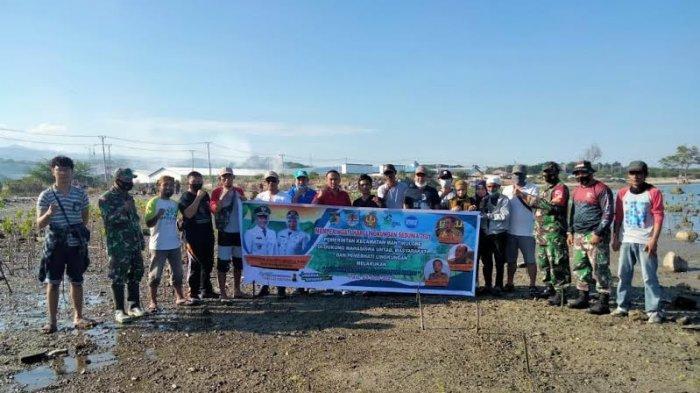 Hari Lingkungan Hidup Sedunia, DLH Kota Palu Ajak Lurah Tanam Mangrove di Pantai Dupa Indah