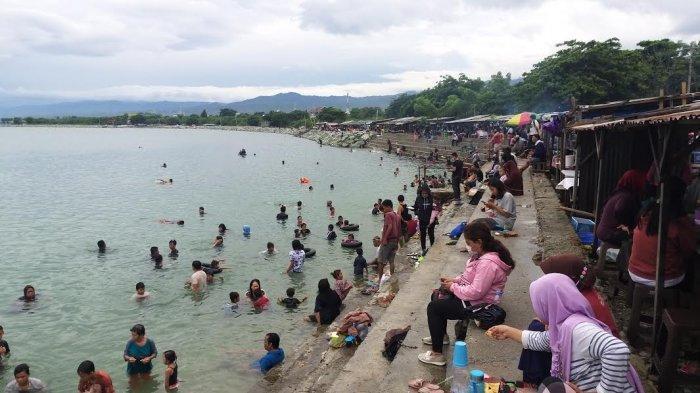 Pantai Kampung Nelayan Palu Tetap Ramai di Masa PPKM Mikro