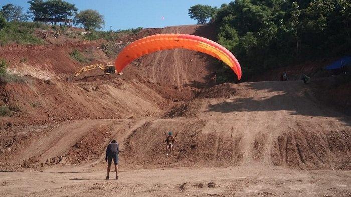 Terbang Berkali-Kali, Peserta Pelatihan Paralayang di Parimo Sulteng Tunjukkan Kemajuan