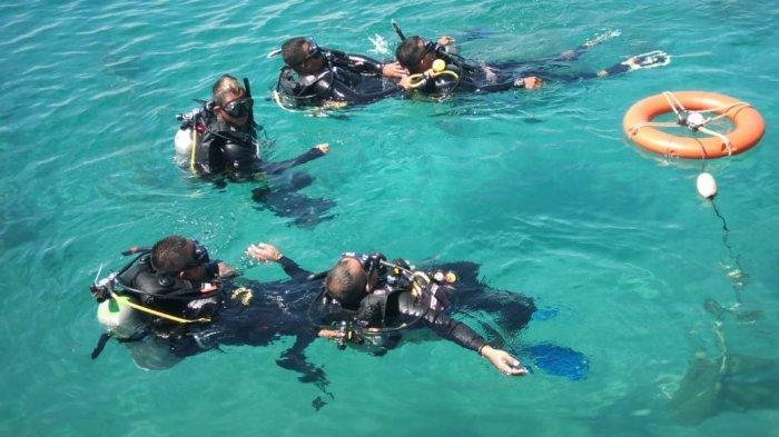 15 Peserta Pelatihan Diving Open Water di Parimo Diajarkan Metode Operasional Alat Selam